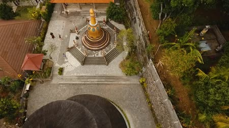 место поклонения : Aerial view of Traditional Buddhist temple Brahma Vihara Arama, Bali,Indonesia. Balinese Temple, Architecture, Ancient design. Travel concept. Aerial footage.