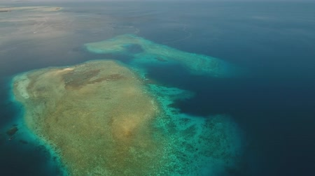 atol : Aerial view coral reef, atoll with turquoise water in the sea.Tropical atoll, coral reef in ocean waters. 4K video. Travel concept. Aerial footage. Dostupné videozáznamy