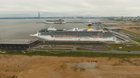 námořní : Large ocean cruise ship moored in seaport. Aerial view Sea port in St. Petersburg with a cruise ship. drone footage, 4k. Dostupné videozáznamy