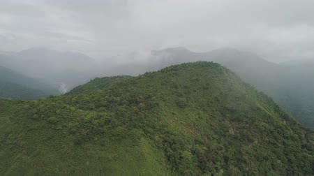 penhasco : Aerial view of mountains covered forest, trees. Cordillera region. Luzon, Philippines. Mountain landscape in cloudy weather.