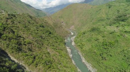 filipíny : Aerial view of mountain river in the cordillera gorge, mountains covered forest, trees. Cordillera region. Luzon, Philippines. Mountain landscape.