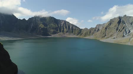 cratera : Crater lake of the volcano Pinatubo among the mountains, Philippines, Luzon. Beautiful landscape at Pinatubo mountain crater lake. Travel concept