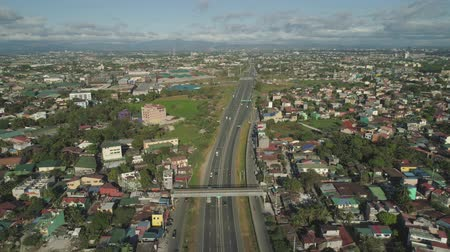 csomópont : Aerial view of highway with road junction, car and traffic in Manila, Philippines. Highway in Manila among residential buildings. View of highway intersection.