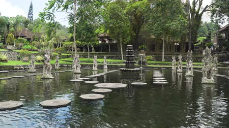 tapınaklar : Hindu Balinese Water Palace Tirta Gangga with statues of the gods, fountains on Bali island, Indonesia. Tirta Gangga the former royal water palace is a maze of pools and fountains surrounded by a lush garden and stone carvings and statues.