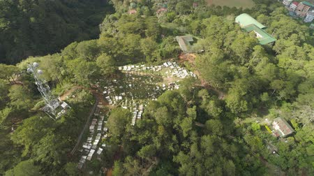 надгробная плита : Aerial view of catholic cemetery with white tombstones, graves and crosses in the mountain province of Sagada. Philippines, Luzon. Стоковые видеозаписи
