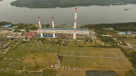 izolace : Aerial view Hydroelectric power station, transformation station, cables and wires. High voltage electric power substation. Electrical power transformer in high voltage substation, 4K, aerial footage. Dostupné videozáznamy
