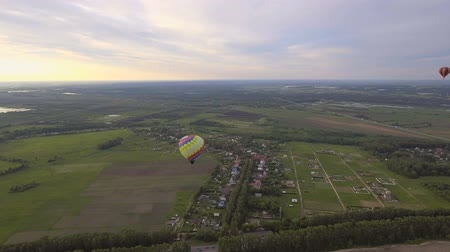 tej : Hot air balloons in the sky over a field in the countryside.Aerial view:Hot air balloons in the sky over a field, countryside, beautiful sky and sunset. Stock mozgókép
