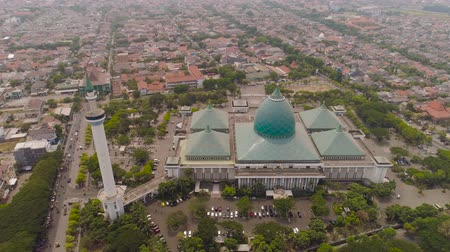 mesquita : aerial view mosque in Indonesia Al Akbar in Surabaya, Indonesia. beautiful mosque with minarets on island Java Indonesia. mosque in an asian city
