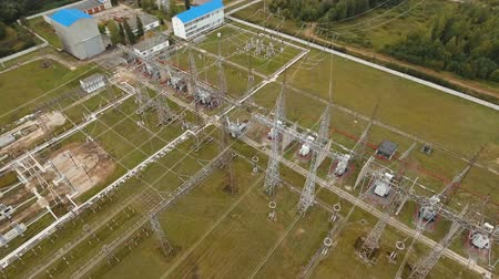 transzformátor : Aerial view Power plant, transformation station, cables and wires. High voltage electric power substation. Electrical power transformer in high voltage substation, 4K, aerial footage.