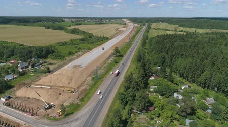 graafmachines : Construction of toll roads in rural areas. Aerial view construction of a new highway next to the old highway.