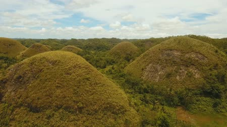 formasyonlar : Geological formations in form hills known as chocolate hills Bohol, Philippines. aerial footage Amazingly shaped Chocolate hills