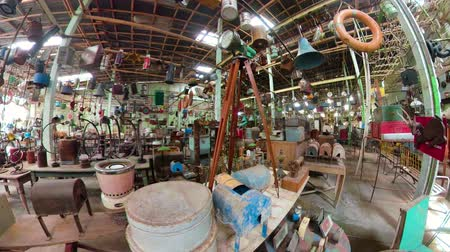 antiquado : antique street shop with old, vintage items. antiques for sale.panorama 360 Bali Indonesia Stock Footage