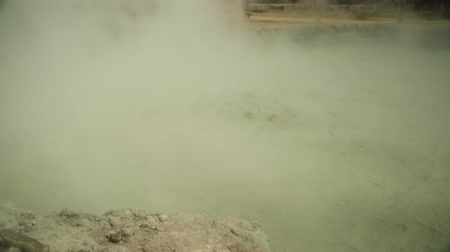 kükürt : mud volcano Kawah Sikidang, geothermal activity and geysers. plateau Dieng with volcanic activity Indonesia. Famous tourist destination of Sikidang Crater it still generates thick sulfur fumes.