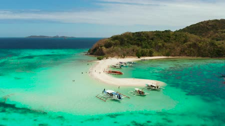 Океания : Aerial view tropical beach on island Ditaytayan. tropical island with white sand bar, palm trees and green hills. Travel tropical concept. Palawan, Philippines