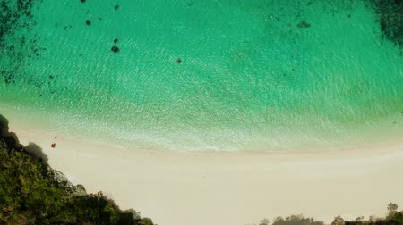 águas : Aerial seascape: Tropical beach with palm trees and turquoise waters of the coral reef, from above, Puka shell beach. Boracay, Philippines. Seascape with beach on tropical island. Summer and travel vacation concept.