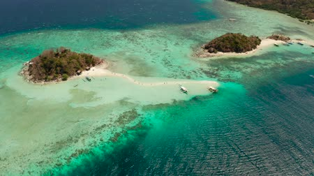 tyrkysový : aerial seascape tropical island and sand beach, turquoise water and coral reef. malacory island, Philippines, Palawan. tourist boats on coast tropical island. Dostupné videozáznamy
