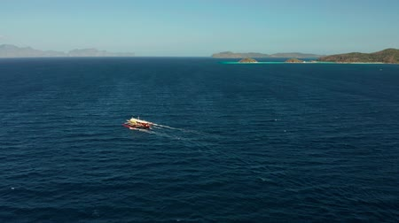 lancha : Aerial view tour boat in sea. Seascape blue sea and tropical islands. traditional Filipino wooden outrigger boat called a banca . Motorboat crossing ocean. Banca boat in the Philippines Palawan