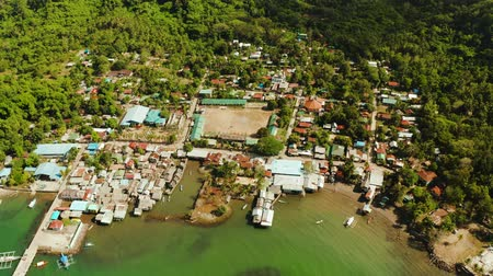 навес : Houses community standing in water in fishing village. City port on Balabac island, Palawan, Philippines. Old wooden house standing on the sea in the fishing village