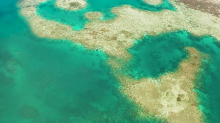лазурный : Turquoise lagoon surface on atoll and coral reef, copy space for text. Top view transparent turquoise ocean water surface. background texture