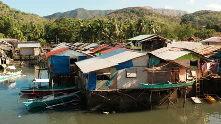 навес : Old wooden house standing on the sea in the fishing village. Busuanga, Coron, Philippines. houses community standing in water in fishing village. Coron city with slums and poor district.