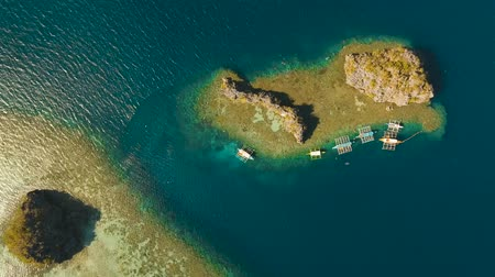 tyrkysový : aerial footage small rocky islands in the lagoon with turquoise water. Busuanga, Palawan. coral reef