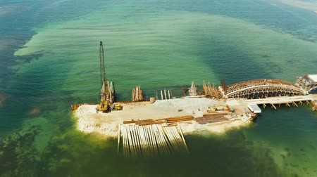 サスペンション : Construction of a new bridge over the sea bay on the tropical island of Siargao. 動画素材