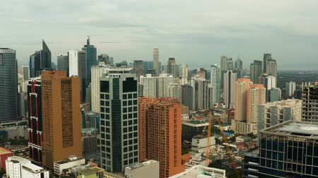 vista de cima : Manila city, the largest metropolis of Asia with skyscrapers and modern buildings. Travel vacation concept.