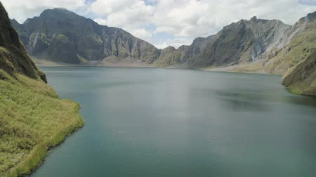 volkan : Aerial view crater lake volcano Pinatubo among mountains, Philippines, Luzon. beautiful landscape at Pinatubo mountain crater lake. Travel concept