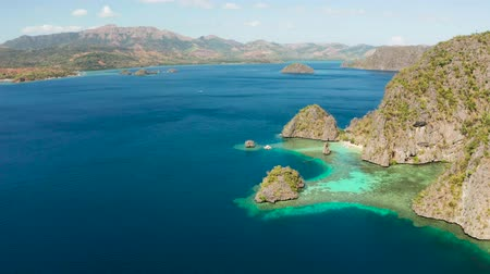 Океания : lagoons and cliffs of tropical mountain island. aerial view seascape, tropical landscape. Palawan, Philippines, Coron. travel concept Стоковые видеозаписи