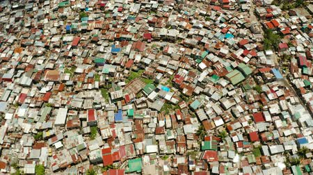 yoğunluk : Poor area in the slums of Manila with density houses and streets from above. Stok Video