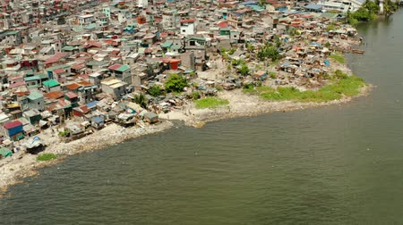 população : Slum area in Manila, Phillippines, top view. lot of garbage in the water.