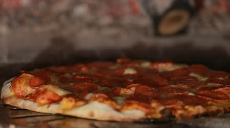 forno : Pizza rotating and cooking in brick oven