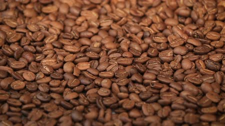 restaurante : Roasted coffee beans on a table. Smooth rotating motion. Close up