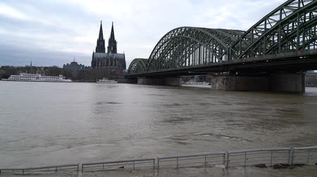 kolínská voda : COLOGNE, GERMANY - JANUARY 7, 2018: High water on the Rhine Rhine river in Cologne on January 7, 2018 in Germany