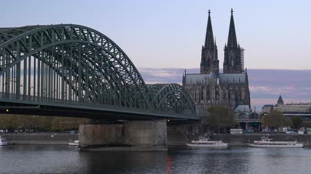 kolínská voda : COLOGNE, GERMANY - NOVEMBER 7, 2018: Panorama of the city of cologne with cathedral, Rhine river and Hohenzollern bridge on November 7, 2018 in Germany, Europe