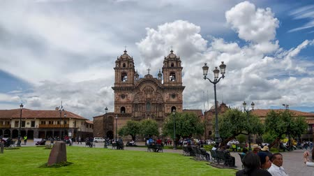 Перу : CUZCO, PERU, 08 FEBRUARY 2017: Dayview timelapce of Templo de la Compania de Jesus in Plaza de Armas, downtown Cusco Стоковые видеозаписи