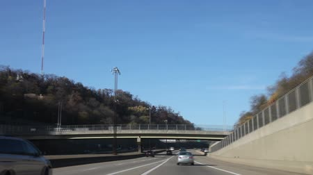 honit : Fast driving (15X)  through a typical highway, Pittsburgh, Pennsylvania, USA Dostupné videozáznamy