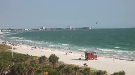запад : Lido beach, Sarasota, Florida. people enjoy the beach, view from above
