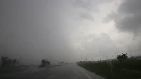 deszcz : Driving on a florida highway in heavy rain,  with sound