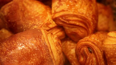 cozinhar : Zoom out from a chocolate croissant basket Stock Footage