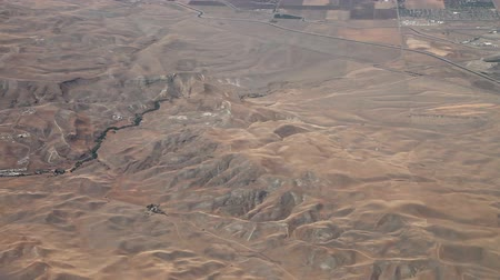areia : Aerial view from an airplane over NevadaCalifornia somewhere in between Las Vegas and San Francisco, timelapse
