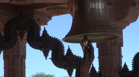 tapınaklar : ceremony bell sound in hindu temple, Jodhpur,Rajasthan,India Stok Video