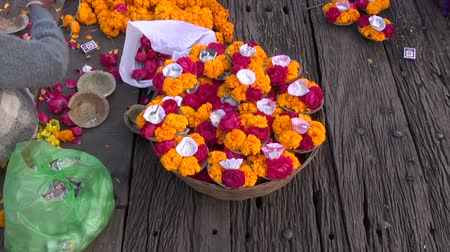 hinduizmus : hindu sacred ceremony puja flowers on old wooden table Stock mozgókép