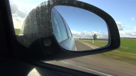 řídit : car driving through the empty road and  mirror