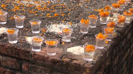 способствовать : buddhist prayers give food and flowers in sacred place. Lumbini, Buddha birthplace,Nepal