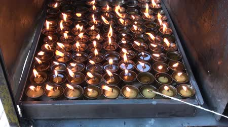 tybet : buddhist candles fire in Katmandu, Swayambhunath temple, Nepal Wideo