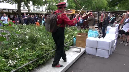diabolo : FRANCE, PARIS – MAY 25: STREET SHOW:juggler performer street show with broom in Sunday market, MAY 25, 2014 in Paris, France Stock Footage
