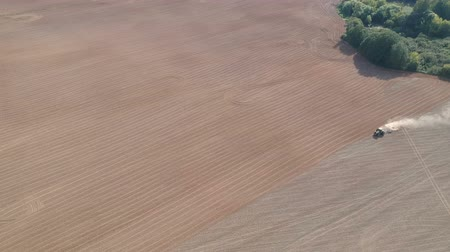 koca : Tractor sowing crop in autumn on farm field, aerial view