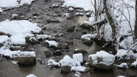 겨울의 : Winter stream river with stones and snow, winter landscape