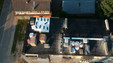 yalıtım : Old flat house roof with renovation materials, aerial view
